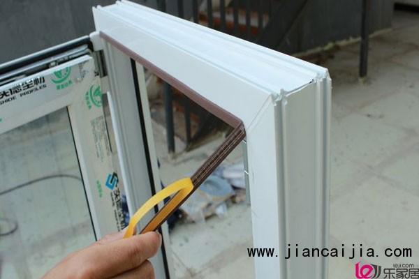 """门窗密封条是一种专业用在玻璃门以及门扇门套等地方,根据它的用途也把它分为三种类型的门窗密封条。玻璃密封条主要用于玻璃门框与门扇之间的密封,而门扇密封条主要用于门板与门款之间的密封。而毛条则主要用于框与扇之间的密封。门窗密封条作为门窗装饰是一种必不可少的附件。 seline; color: rgb(51, 51, 51); font-family: 宋体, Arial, Helvetica, sans-serif; line-height: 24px;"""">  seline; color: rgb(51,"""